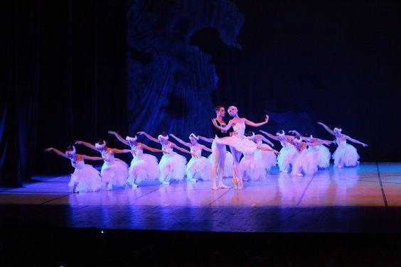 """No dia 2 de outubro, a companhia Ballet Vera Bublitz apresenta o segundo ato do """"Lago dos Cisnes"""", de Piotr Ilitch Tchaikovsky. O espetáculo acontece às 20h, no Teatro Renascença. Os ingressos custam R$ 10."""