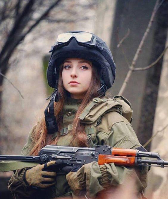 Hot girl Nga xinh như thiên thần đam mê bắn súng - Chuyên Mục Sống - Tiin.vn