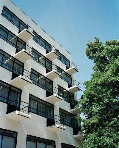 Walter Gropius — Bauhaus