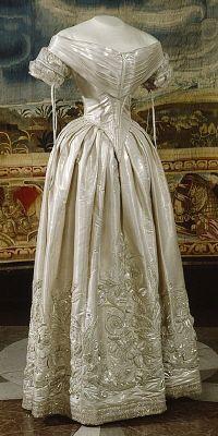 Wedding dress ca. 1840- Ok, the 1840
