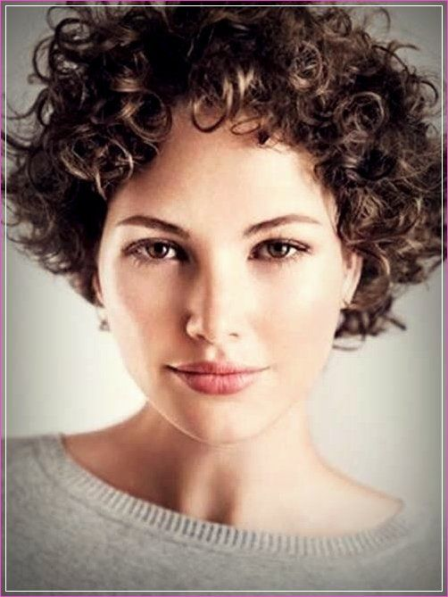 Einfache Frisuren Fur Kurzes Lockiges Haar Lockige Frisuren Kurze Lockige Frisuren Kurzes Lockiges Haar