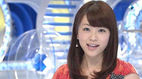 本田朋子ダウンスタイルヘアでにっこり笑顔画像