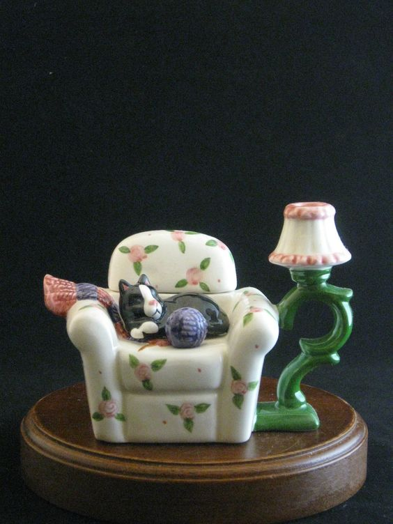 Cat Sitting on Chair Decorative Ceramic Teapot | eBay