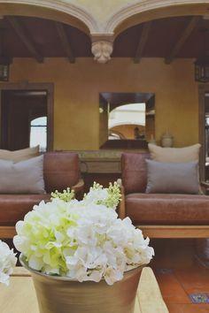 Flores sobre la mesa de centro | Casa Haus
