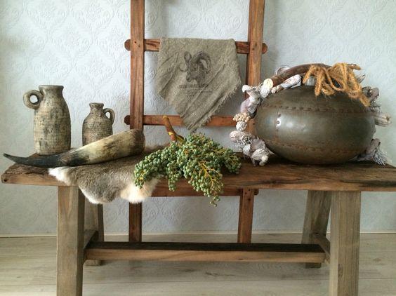 Decoratie ~ Landelijk ~ Dadeltak ~ Indiaanse Waterkruik ~ Linnendoek ~ konijnenvel ~ koehoorn