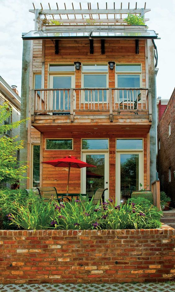 Gardens the roof and planters on pinterest for 2nd floor balcony designs