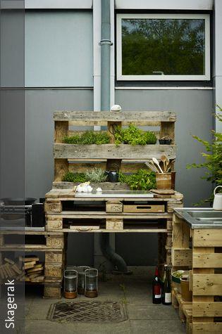 diy outdoork che aus paletten bauen deko kochen und garten. Black Bedroom Furniture Sets. Home Design Ideas