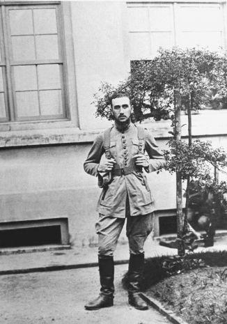 Emilio Garrastazu Médici, em Bagé, no Rio Grande do Sul, década de 1920, Acervo Médici.