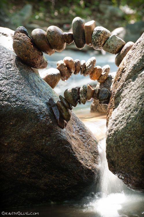 Sculpteur de l'éphémère. « Balancing stone » (équilibre des pierres).