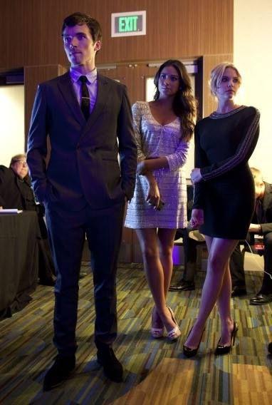 Ashley Benson (Hanna Marin) Shay Mitchell(Emily Fields) Ian Harding (Ezra Fitzgerald)