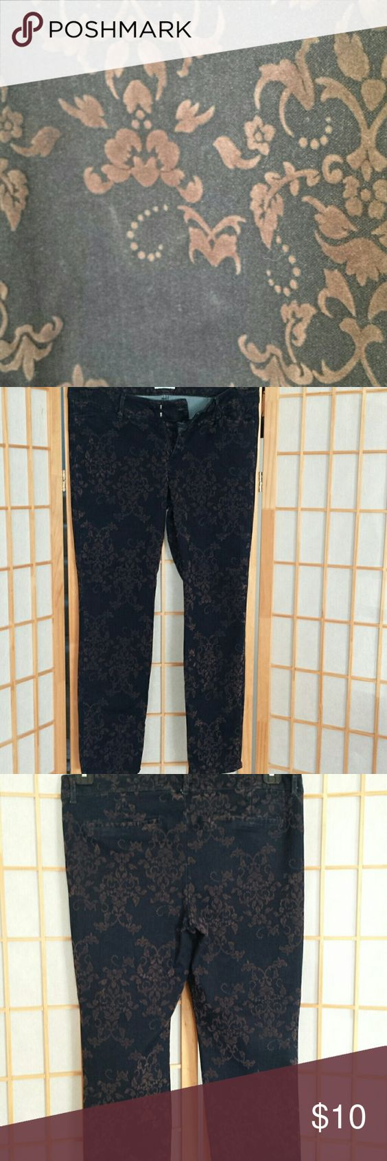 Old Navy  Diva jeans sz 10 Body 71 cotton 27 poloyster 2 spandex  Flocking 100 rayon  Darlk navy blue with raised chocolate brown design  Inseam 26 inches  Pants or capris. ...depending on your height  Great condition. ...no fading Old Navy Jeans Straight Leg