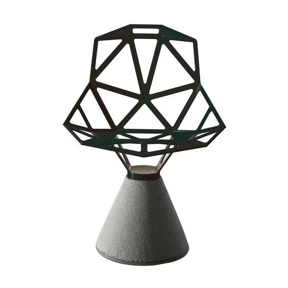 Abbildung Magis - Chair One mit Zement Sockel