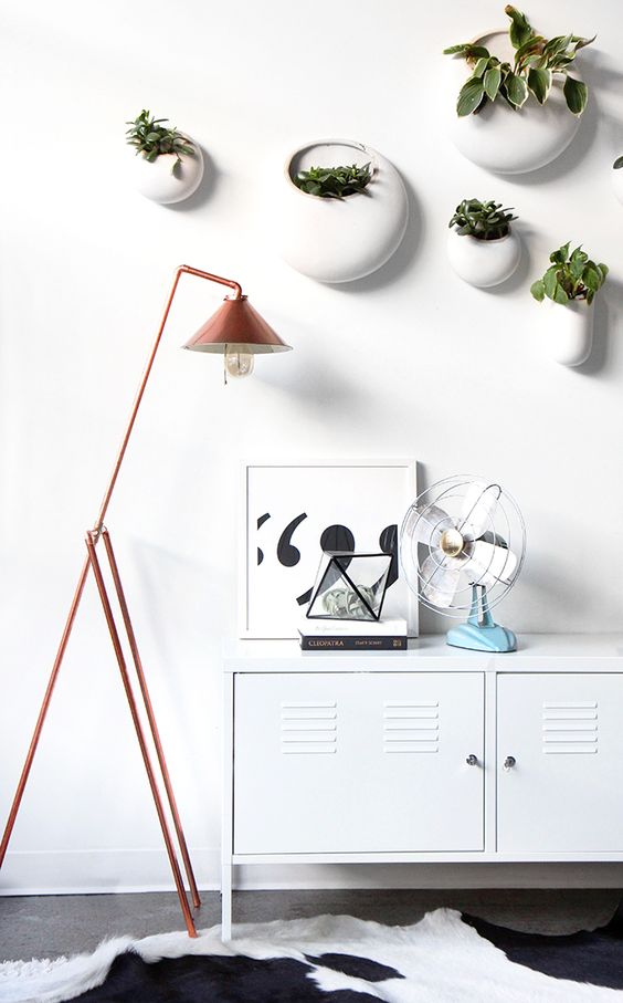 I would do this but in another colour. I think Cu is on its way out // ispydiy http://ispydiy.com/2016/02/05/my-diy-copper-pipe-floor-lamp/