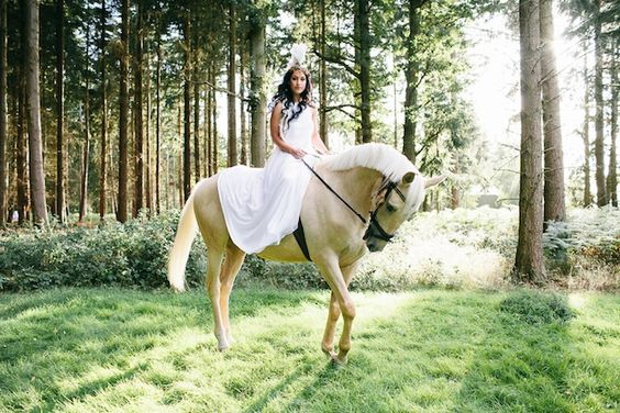 Unique Wedding Inspiration Featuring A Bride in A Feathered Headdress & A Horse | Bridal Musings Wedding BlogBridal Musings Wedding Blog