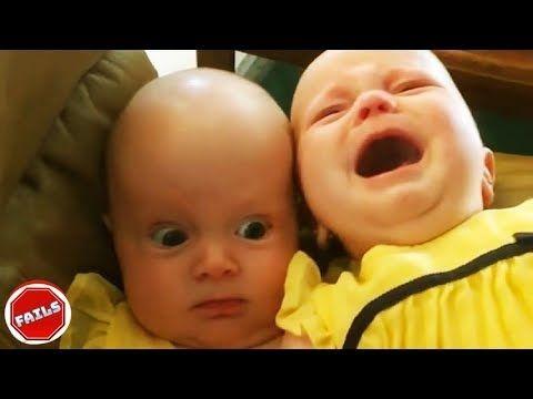 التوائم الطفل الحصول على مشاكل أثناء اللعب معا طفل مضحك فيديو Twin Humor Twin Babies Baby Play