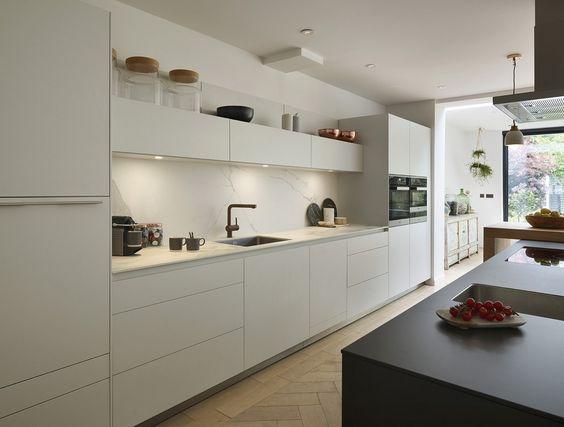 Schmale Hängeschränke über Küchenzeile Küche Pinterest - küche ohne oberschränke