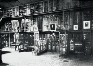 Postcard - Mütter Museum Interior 1800s