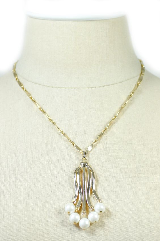 60's__Sarah Coventry__Pendant Pearl Necklace