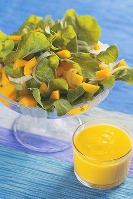 Rendimento : 4 porções  Calorias por porção: 50 Ingredientes • Folhas variadas (alface lisa, crespa, roxa, rúcula, agrião) Molho ...