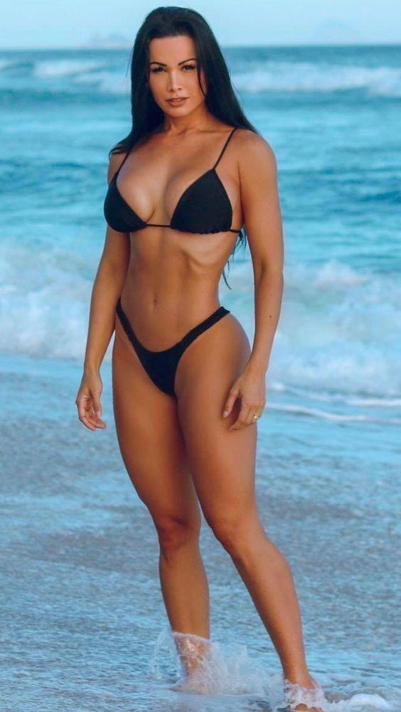 bcff564d3 Pin de Jorge Chacon en Modelos en 2019   Chicas en bikini, Chicas hermosas  y Mujeres hermosas