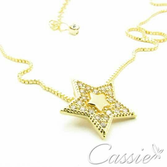 ⭐ Colar Estrela folheado a ouro com pingente cravejado de micro zircônias. ⭐ ❤⚫⚫⚫⚫⚫⚫⚫⚫⚫⚫⚫❤ #Cassie #semijoias #acessórios #moda #fashion #estilo #inspiração #tendências #trends #brincos #aneldefalange #love #pulseirismo #zircônias #folheado #dourado #colar #pulseiras #berloques #coroa #charms #maxibrinco #anellove #diadosnamoradoschegando #⭐