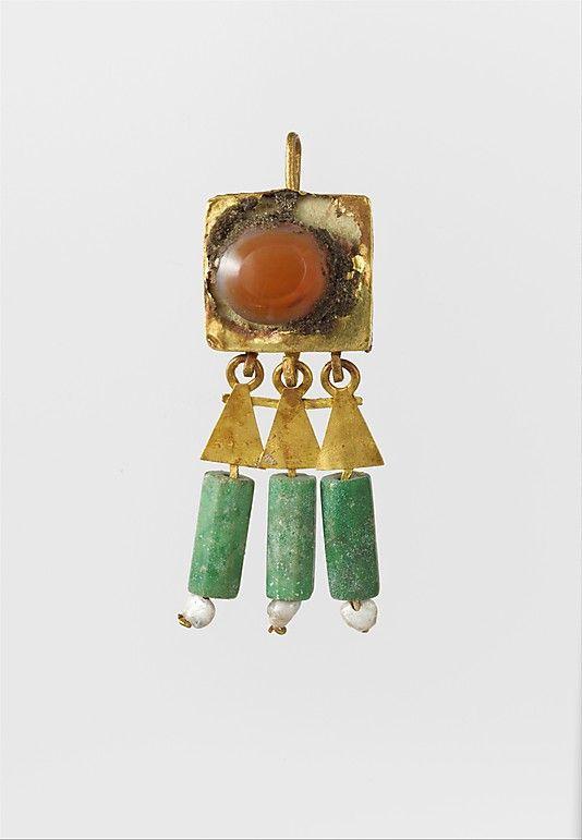 Utilizaban para las joyas perlas, diamantes y zafiros.:
