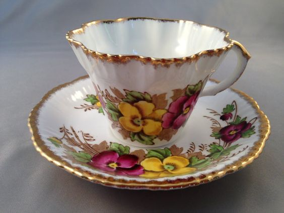 What fine bone china is made in England?