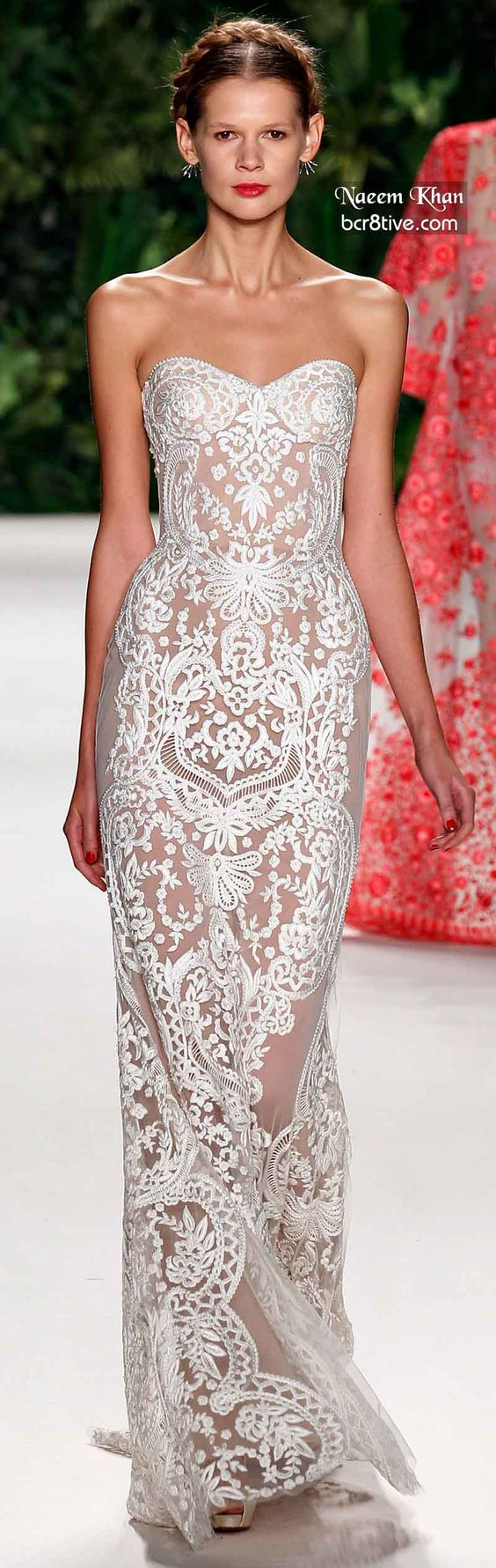 Naeem Khan Spring 2014 | white | sweetheart neckline | sheath | guipure lace | high fashion