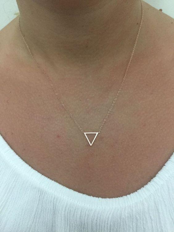 Zierliche Gold Halskette Dreieck Alchemie Kette von EloraJewelry