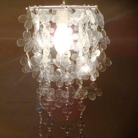 Resultado de imagen para lámpara reciclando botellas de plástico y cucharas