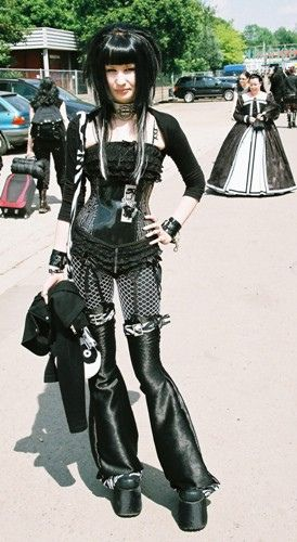 #Goth girl at concert. Love legging!