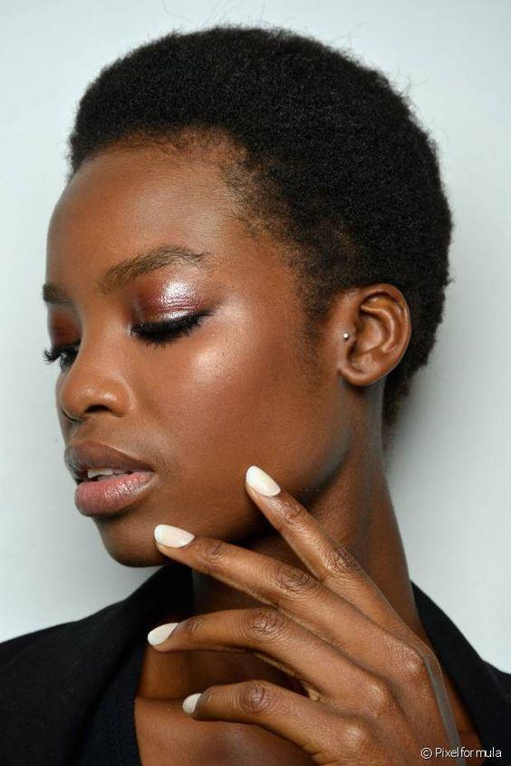 Esmalte branco: descubra como evitar manchas na hora de pintar e manter a cor perfeita por mais tempo