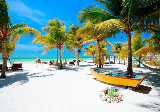 Isla Holbox er en vaskeægte caribisk paradis-ø! Den lille ø har kun 1.500 beboere, her er små og charmerende byer og gaderne er lavet af sand. Og så er her enestående strande!