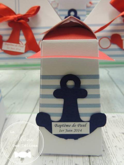 Ballotin phare pour le baptême d'un enfant sur le thème de la mer. Ce contenant a été rempli de confiserie diverse. http://www.maison-des-delices.fr/contenants-a-dragees-mariage-ballotin-314