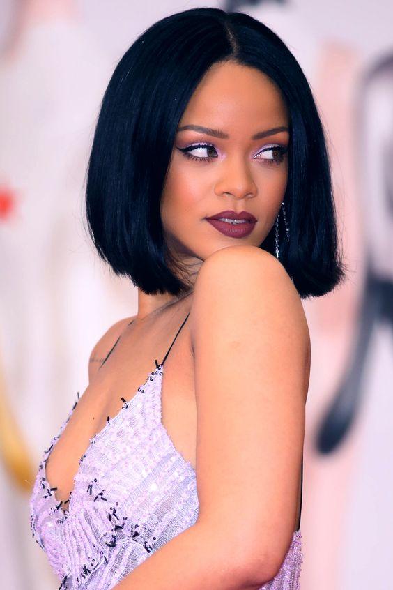 Rihanna!! The always beautiful rihanna is killing it in a straight black lob!!