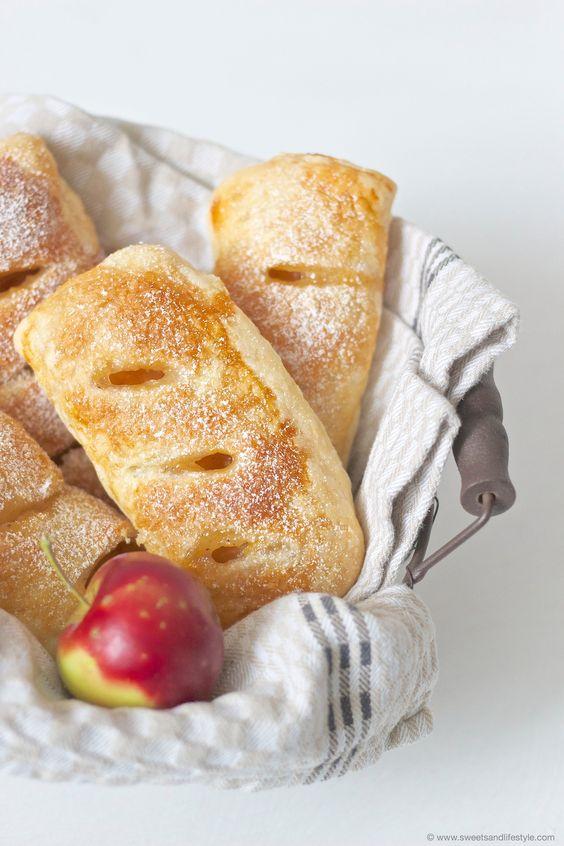 Selbst gemachte Apfeltaschen aus Blätterteig, am besten lauwarm genossen, von Sweets and Lifestyle
