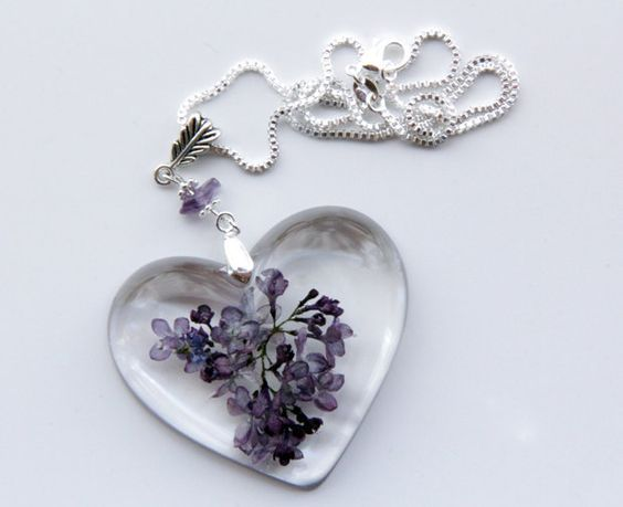 Real Lilac Flowers Embedded In A Heart Shaped Crystal Resin Pendant With A High Gloss Bubble Fre Resin Jewelry Resin Jewelry Molds Diy Resin Pendant Necklace