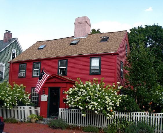 Best 25+ Red House Exteriors Ideas On Pinterest | Exterior House Paint  Colors, House Painting Exterior And The Red Green Show