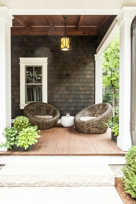 modern farmhouse porch http://www.uk-rattanfurniture.com/product/havana-rattan-hanging-egg-chair/