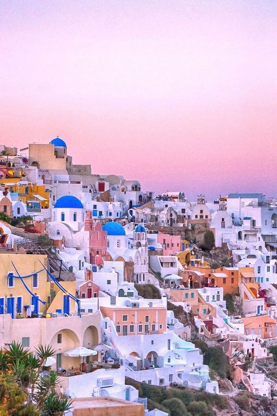 What to do in Santorini. I'm so happy I found this AMAZING guide on what to do in Santorini. #santorini #santorinitips #santoriniguide #travelguide #traveltips #travel what to do in santorini | what to do in santorini greece | what to do in santorini thin