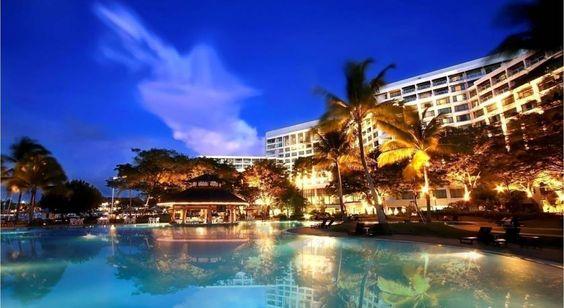 Le Sutera Harbour Resort est niché entre la Mer de Chine méridionale et le majestueux Mont Kinabalu. Le complexe de 384 hectares à Kota Kinabalu offre un spectaculaire éventail d'activités avec ses luxueux établissements, son parcours de golf et sa marina.