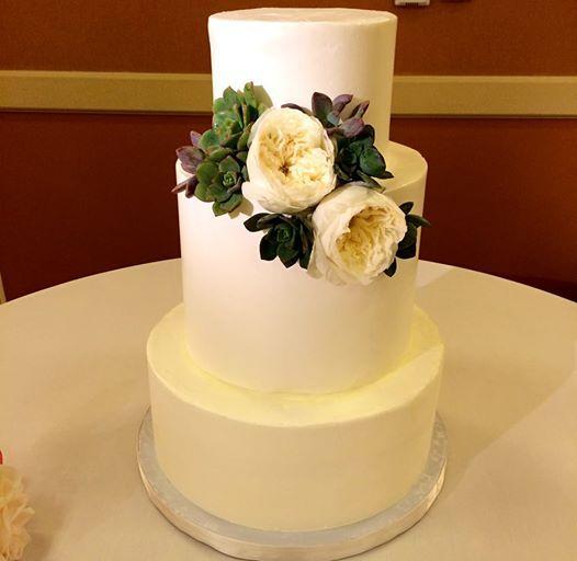 Another elegantly designed cake by simply sweet cakery welcomed Kat and James! #marriedatmarriott #wedding #newportbeachmarriott  #newportbeach
