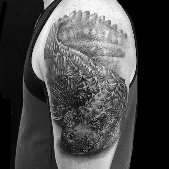 Tattoo crocodilo