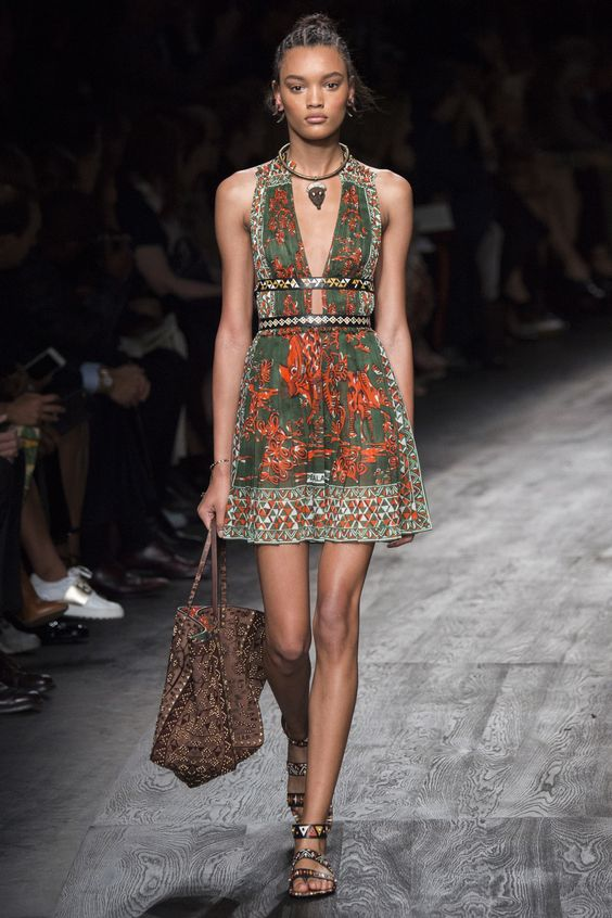 Valentino Spring 2016 Ready-to-Wear Collection Photos - Vogue: