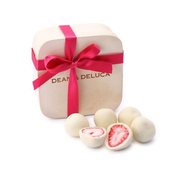 甘さと酸味が絶妙♡「ホワイトチョコレートディップドストロベリー」