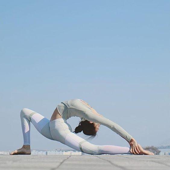 @Seonia is featured in the Amelia Long Sleeve Crop & Sheila Legging. #aloyoga #beagoddess http://www.aloyoga.com/women/bottoms/leggings/w5461r-sheila-legging