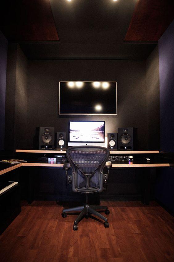 Recording-Studios-in-Atlanta-11th-Street-Studios-F-room-control-control-room-12