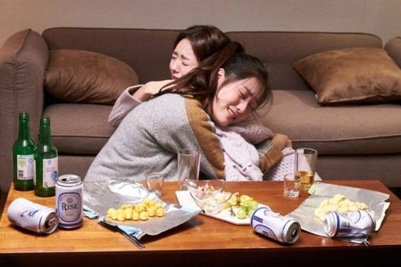 """Chae Soo Bin And Lee Soo Kyung Get Closer After A Few Drinks In """"Where Stars Land"""""""