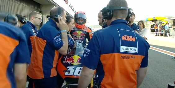 KTM wild-card Mika Kallio pulls into the pits #ValenciaGP #MotoGP https://t.co/RPXkuHgExN #MotoGP