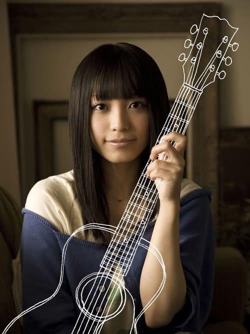 miwaのギター持ったポーズ